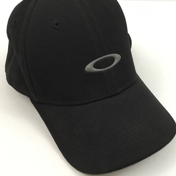 Oakley Black and Grey Baseball Cap Hat Tek Flex. M 5b3684d0c2e9fe6ef8d34521 b58ccf7d62f